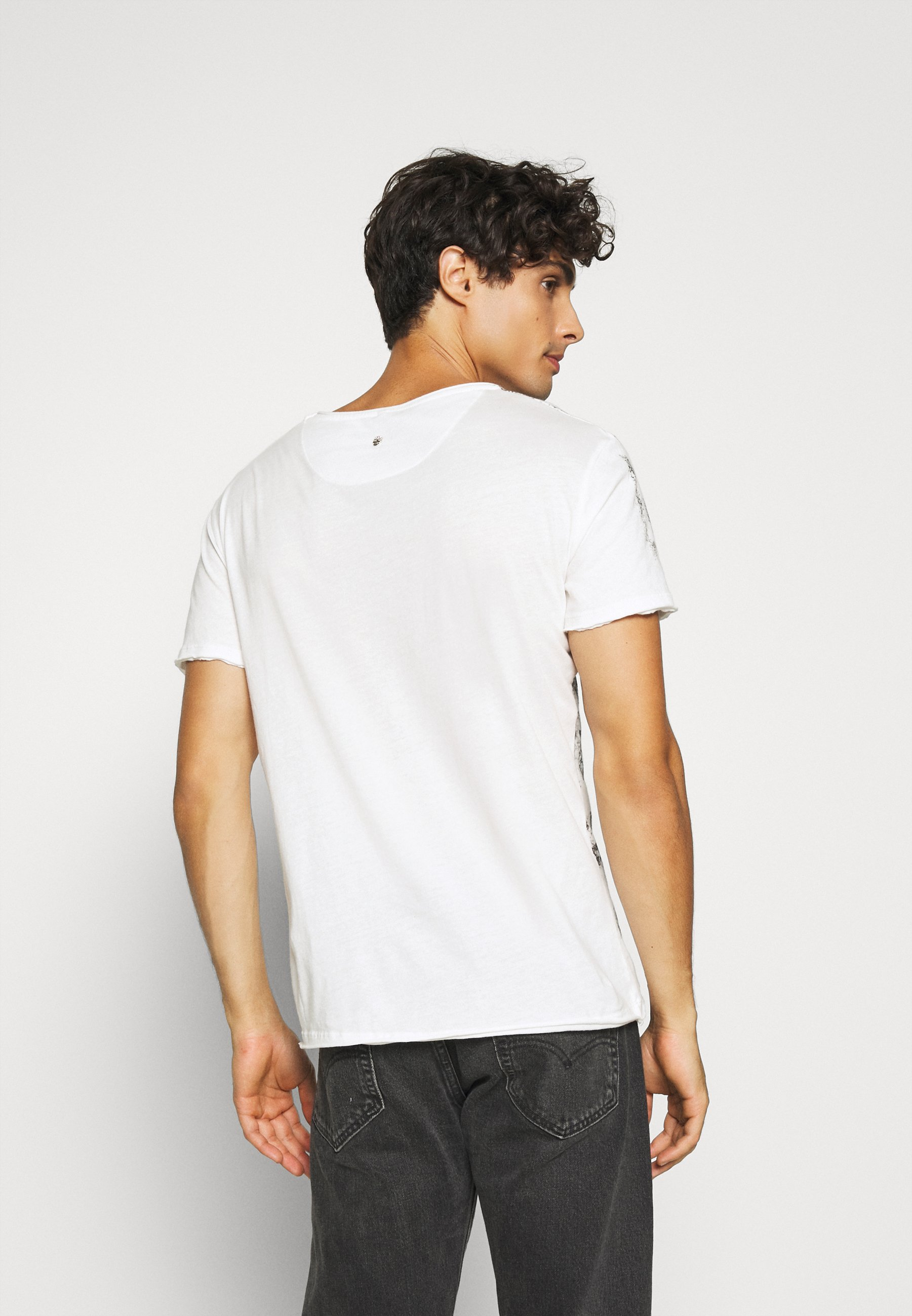 Key Largo INDICATE ROUND - Print T-shirt - offwhite HUsVF