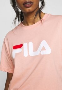 Fila Petite - PURE TEE - T-shirt con stampa - coral cloud - 5