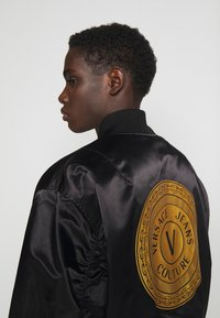 Versace Jeans Couture - TECNICAL - Bomber Jacket - black - 5