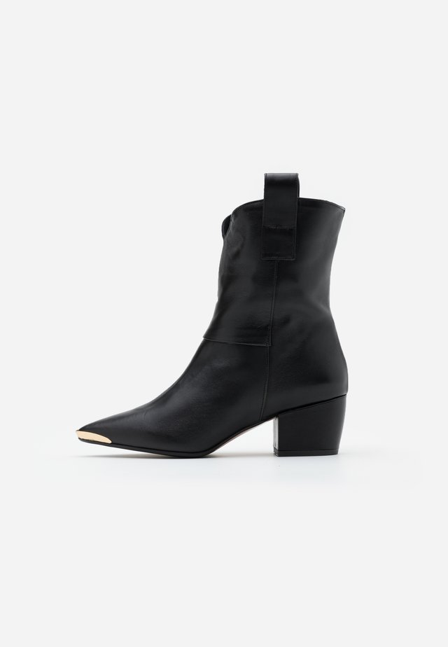 INA  - Cowboy/biker ankle boot - nero