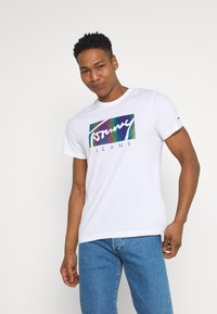 Tommy Jeans - METALLIC SCRIPT TEE  - T-shirt con stampa - white - 0