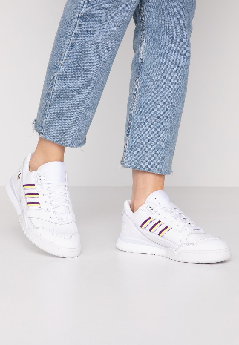 adidas Originals - TRAINER  - Tenisky - footwear white/glow purple/solar yellow