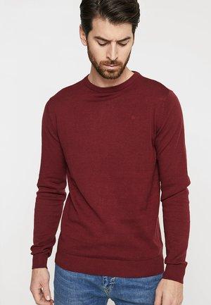 RUNDHALS - Stickad tröja - skar red