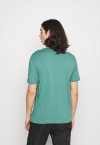 YOURTURN - 2 PACK UNISEX - T-shirt basique - white/green - 2