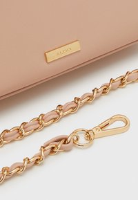 ALDO - KIBARA - Håndveske - pink nude/light gold - 3