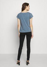 Samsøe Samsøe - LISS - Basic T-shirt - blue mirage - 2