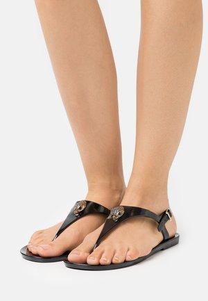 MADDISON - Sandály s odděleným palcem - black