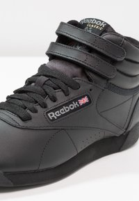 Reebok Classic - FREESTYLE HI LIGHT SOFT LEATHER SHOES - Baskets montantes - black - 2
