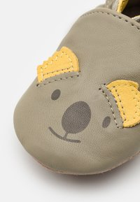 Robeez - SWEETY KOALA UNISEX - First shoes - kaki