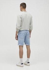 PULL&BEAR - Jeans Short / cowboy shorts - blue-black denim - 2