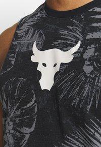 Under Armour - PROJECT ROCK ALOHA CAMO TANK - T-shirt de sport - black/summit white - 4