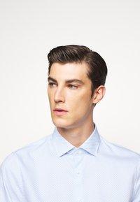 Michael Kors - PRINTED EASY CARE SLIM FIT - Formal shirt - light blue - 3