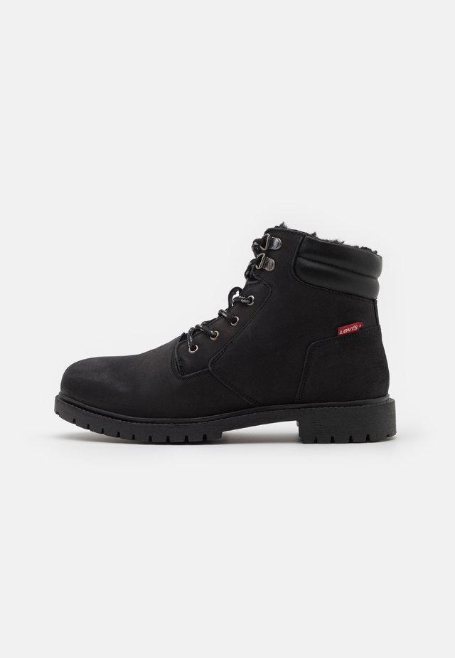 HODGES 2.0 - Šněrovací kotníkové boty - brilliant black