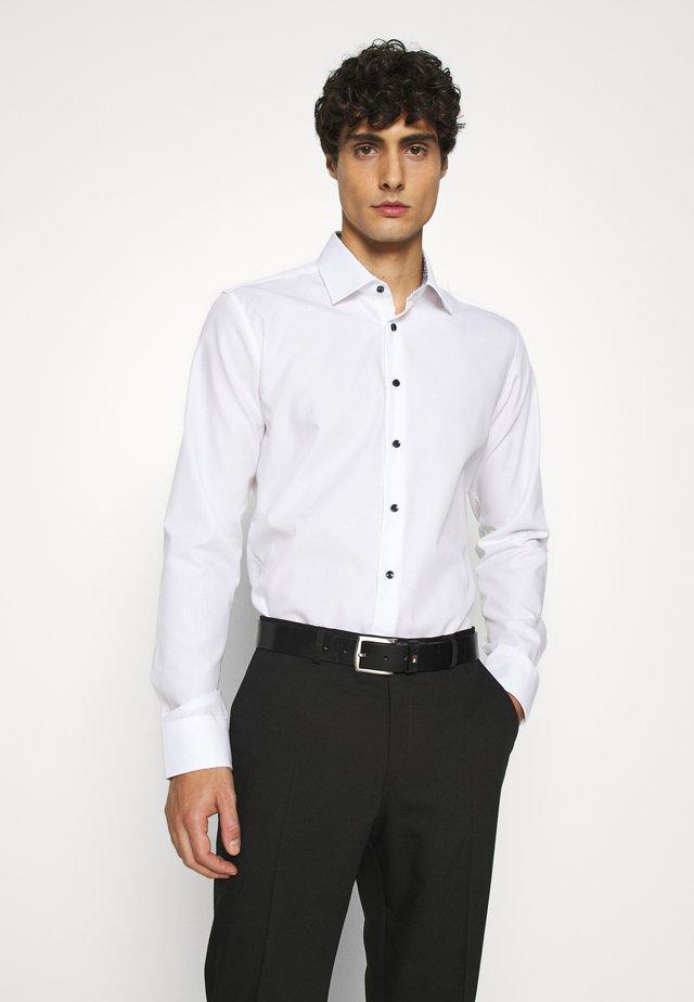 BUSINESS KENT PATCH - Formal shirt - weiß