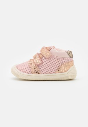 TRISTAN PEARL - Sko med borrelås - rose bloom
