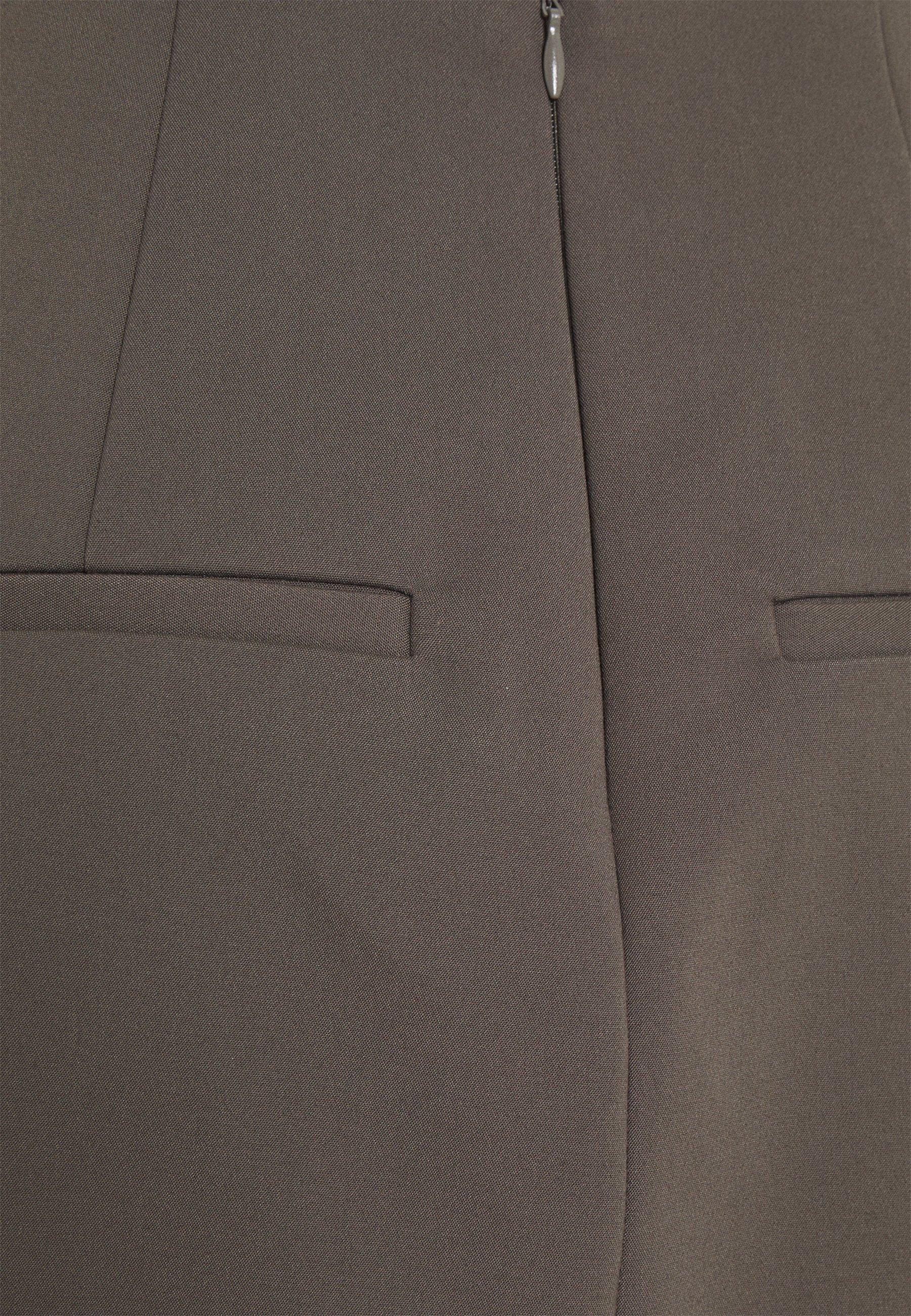 Mujer VIOLINA - Minifalda