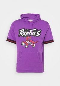 Mitchell & Ness - TORONTO RAPTORS SHORT SLEEVE HOODY - Article de supporter - raptors purple - 0