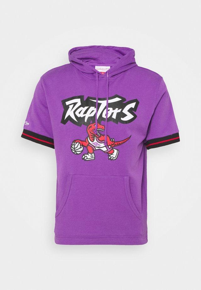 TORONTO RAPTORS SHORT SLEEVE HOODY - Klubové oblečení - raptors purple