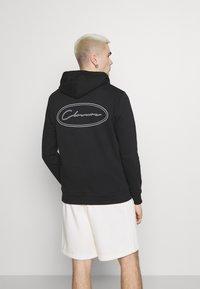 CLOSURE London - GRAPHIC LOGO HOODY - Bluza z kapturem - black - 2