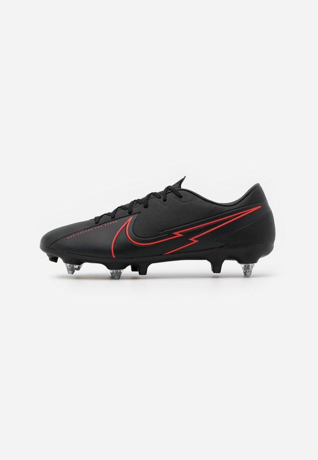 VAPOR 13 ACADEMY SG-PRO AC - Chaussures de foot à lamelles - black/dark smoke grey
