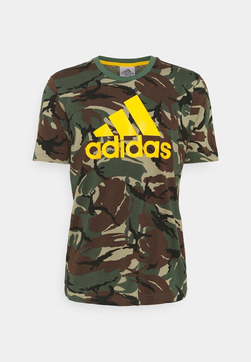 adidas Performance - CAMO - T-shirt med print - green oxide/semi solar gold