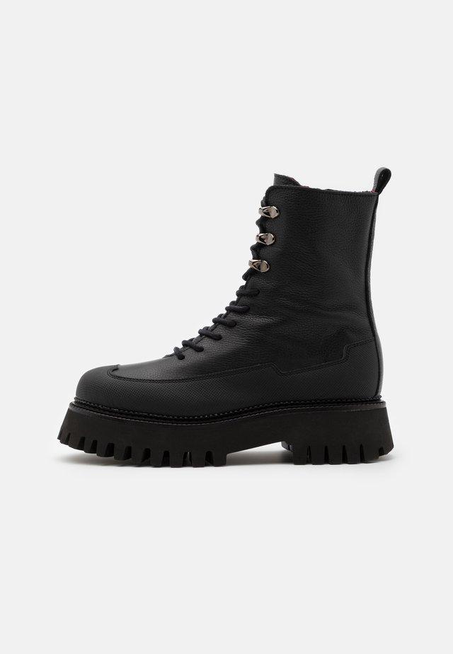 GROOV-Y - Platåstøvletter - black