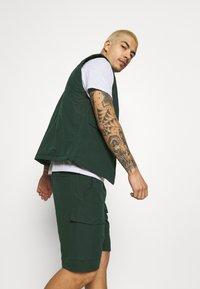 Wood Wood - OLLIE - Shorts - dark green - 3
