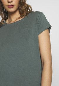 ONLY - ONLGRACE  - Basic T-shirt - balsam green - 4