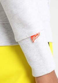 Superdry - LABEL ZIPHOOD - Zip-up sweatshirt - ice marl - 6