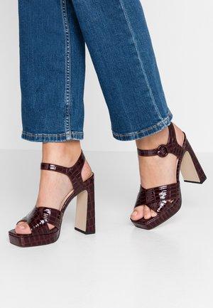 HUDA - Sandály na vysokém podpatku - oxblood