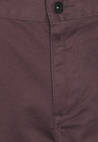 DOCKERS - ALPHA ORIGINAL  - Chinosy - raisin - 4