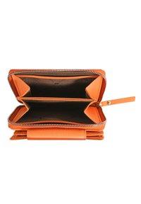 Braun Büffel - MIAMI - Wallet - tangerine - 2