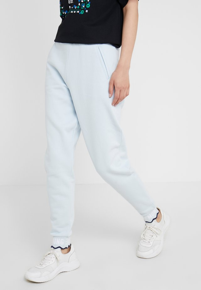 SCALLOP CROP  - Tracksuit bottoms - dust blue
