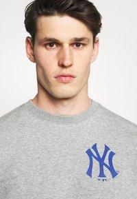 Fanatics - MLB NEW YORK YANKEESSUMMER CAMP GRAPHIC CREW - Sweatshirt - sports grey - 3