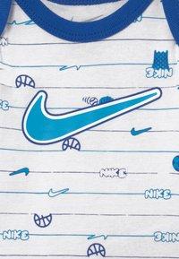 Nike Sportswear - BABY SET  - Geboortegeschenk - white - 4