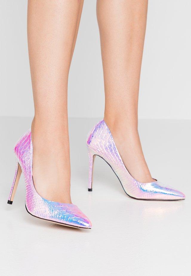 High heels - multiholo