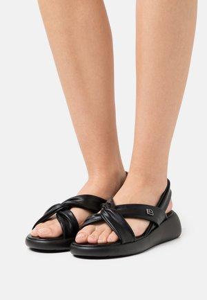 Sandály na klínu - black