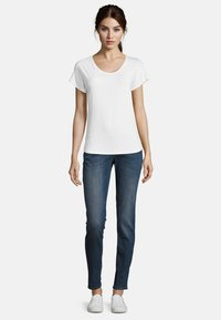 Betty & Co - Basic T-shirt - white - 1