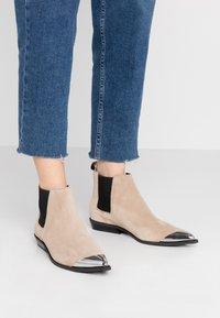 Calvin Klein Jeans - ARTHENA - Kotníková obuv - travertine - 0