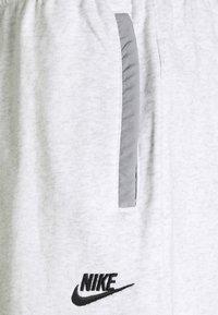 Nike Sportswear - Shorts - birch heather/particle grey/black - 2