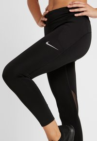 Nike Performance - FAST CROP - Legginsy - black/reflective silver - 3