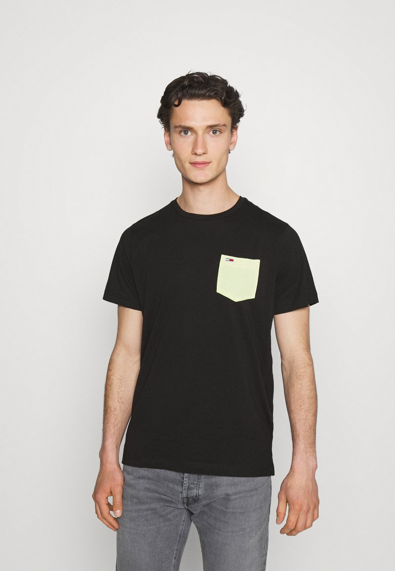 Tommy Jeans - CONTRAST POCKET TEE - T-shirt con stampa - black