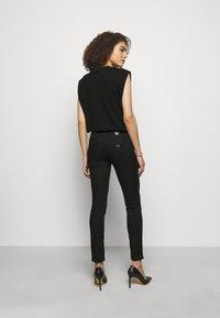 Emporio Armani - Jeans Skinny Fit - black - 2