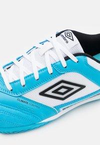 Umbro - SALA II PRO - Indoor football boots - cyan blue/black/white - 5