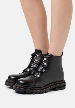 ANFIBIO CON CASTONI - Ankle boots - nero