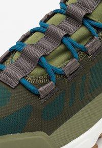 Columbia - FLOWBOROUGH LOW - Hiking shoes - hiker green/lagoon - 5