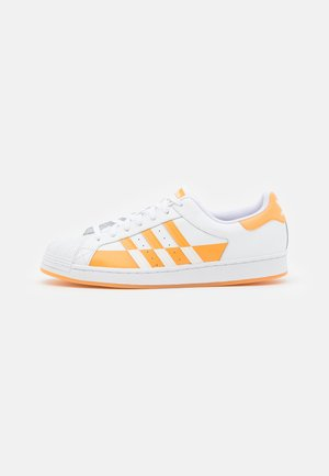SUPERSTAR UNISEX - Trainers - footwear white/core black/hazy orange