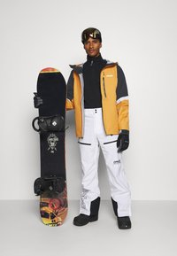 Oakley - GUNN SHELL - Snowboard jacket - gold yellow - 1