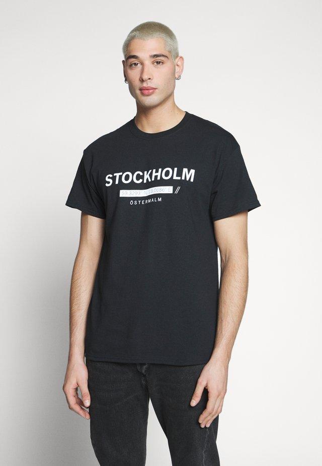 STOCKHOLM PRINT TEE - Print T-shirt - black
