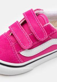 Vans - Old Skool - Sneakers laag - fuchsia purple/true white - 5